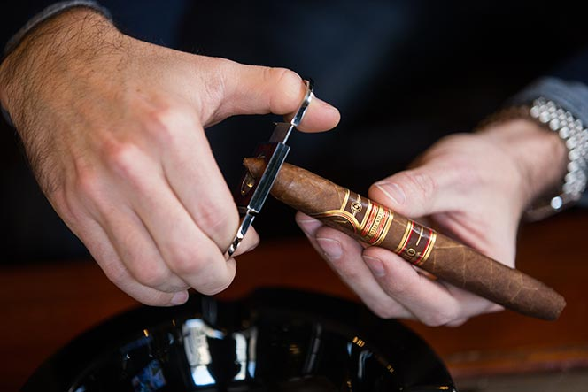 how to cut a cigar without a cutter